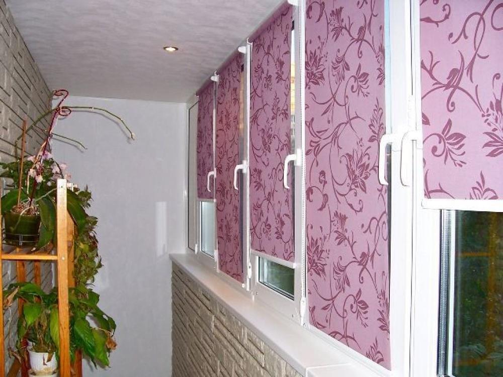 Лоджии с розовыми жалюзи фото.